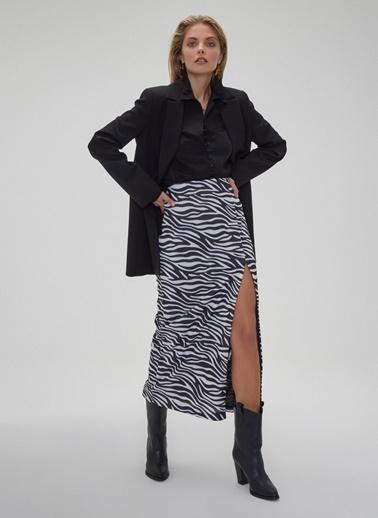 People By Fabrika Zebra Desenli Yırtmaçlı Etek Siyah